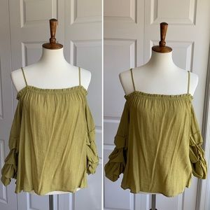 🌻Like NEW! Entro Green Off-Shoulder Top